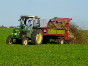 agriculture_tractor_fertilize